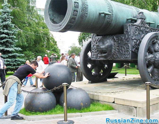 kremlin-cannon-balls-moscow