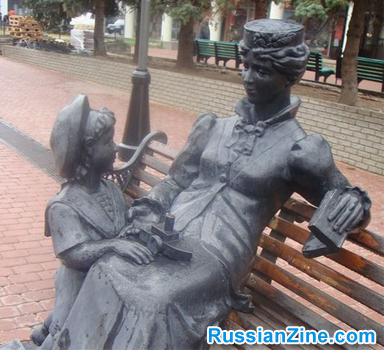 Statue-on-Bolshaya-Pokrovskaya