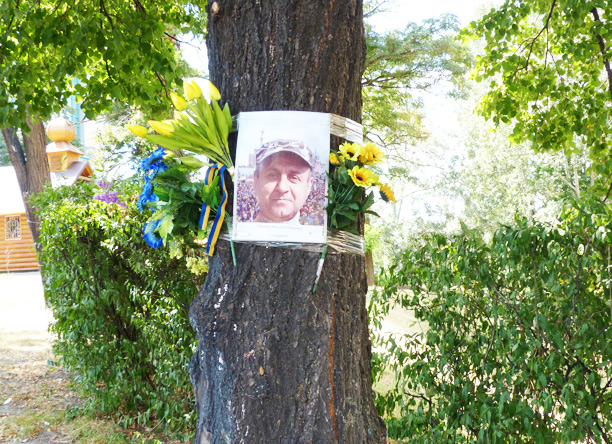 tree with memorial